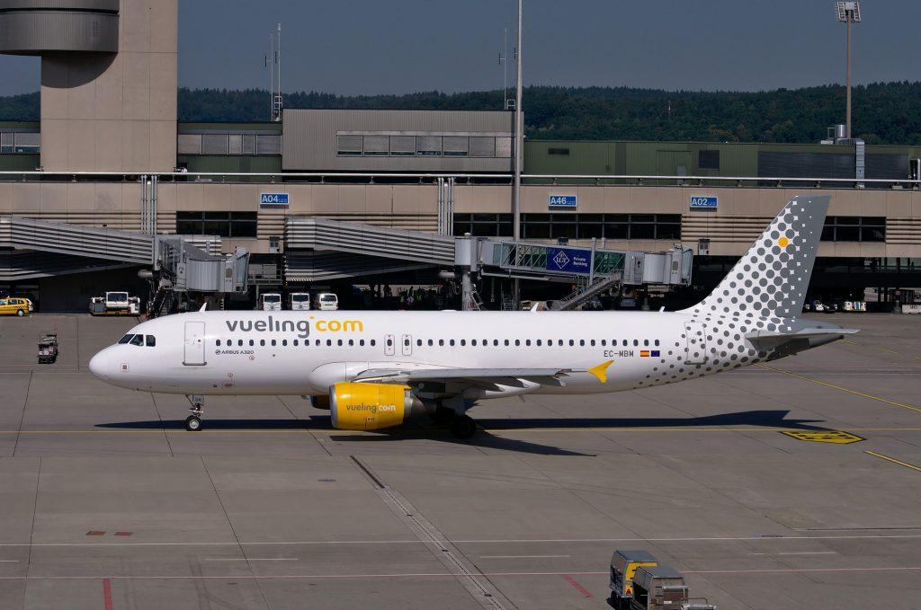 Airbus A320 Vueling Самолет Летающий Листовка Небо
