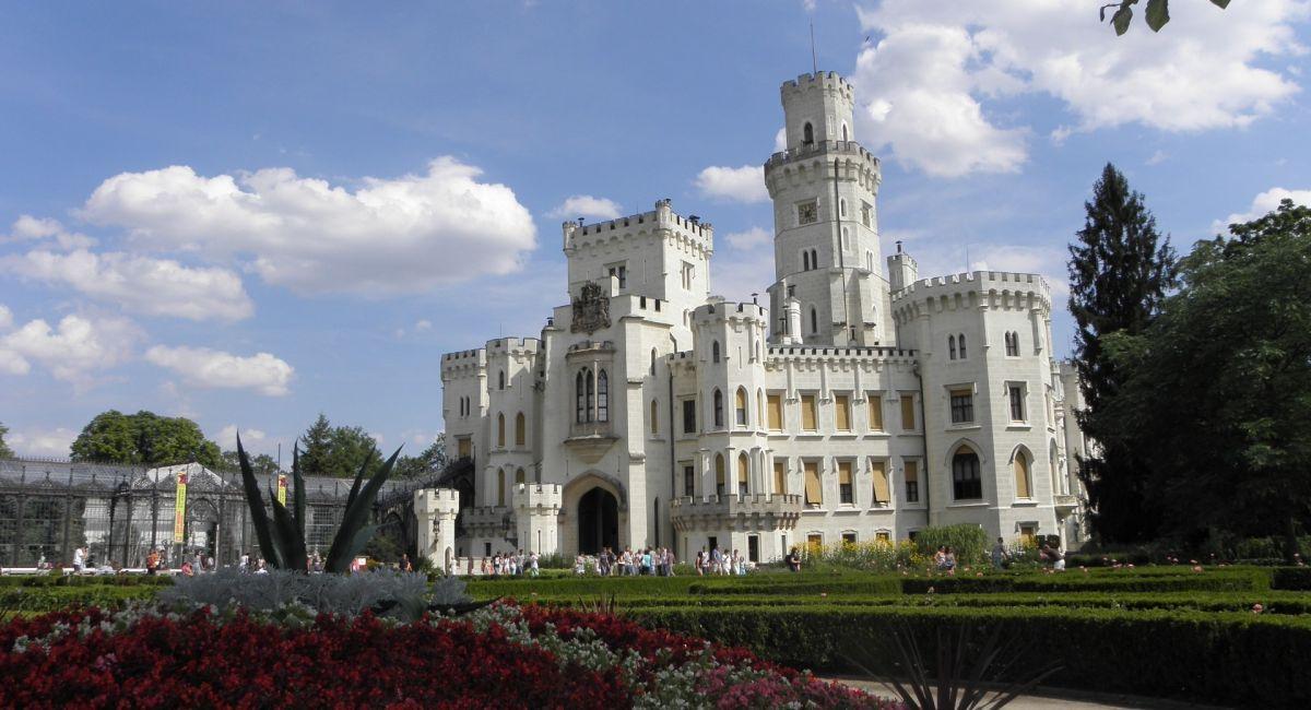 Замок Глубока-над-Влтавой Чехия летом