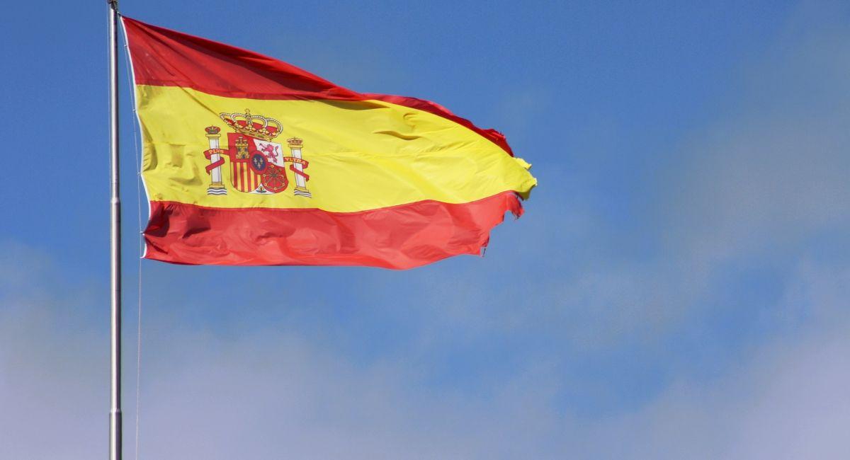 Флаг Испания Мачта Небо Герб Волна