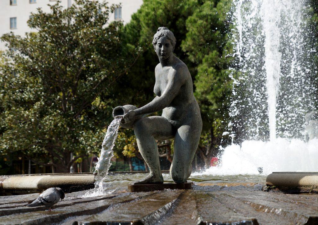 Фонтан Женщина Вода Струя Брызги Статуя Девушка