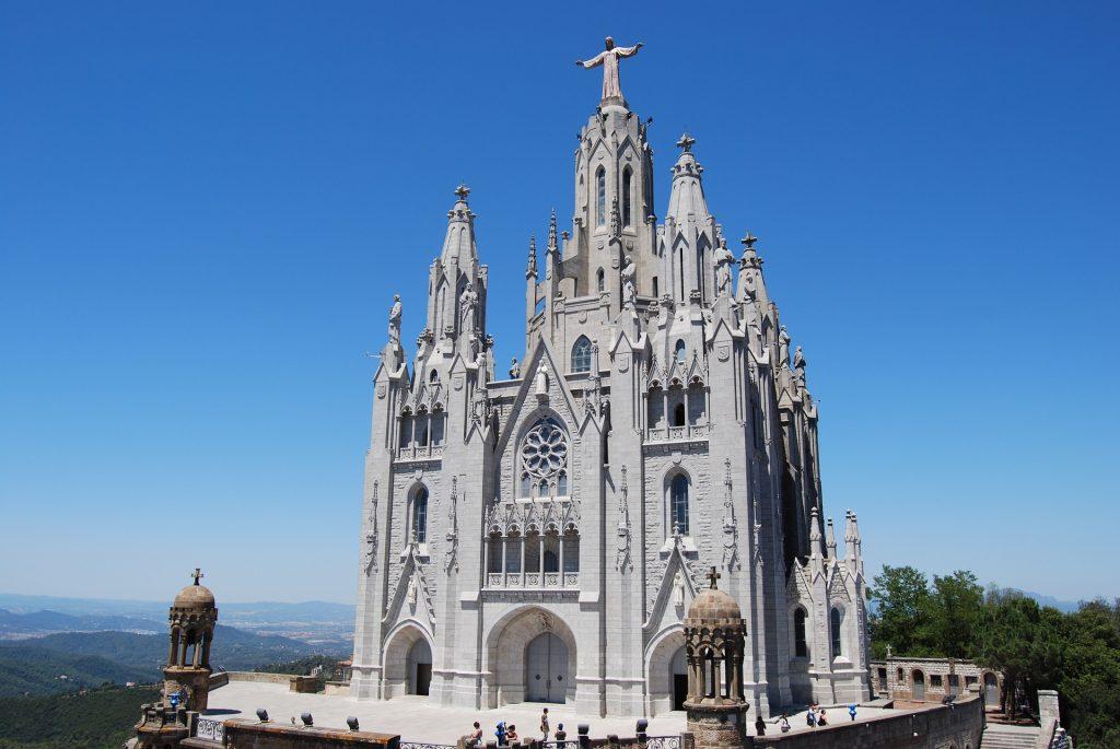Гора Тибидабо Барселона Каталония Собор Церковь