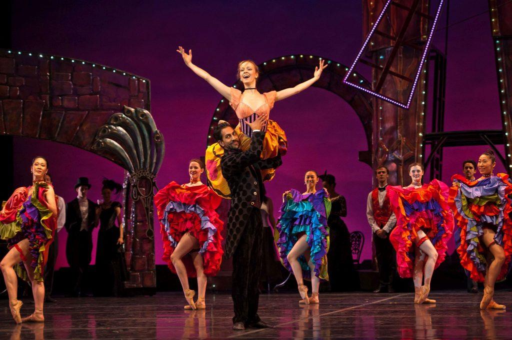Кабаре Мулен Руж Париж балет шоу выступление девушки