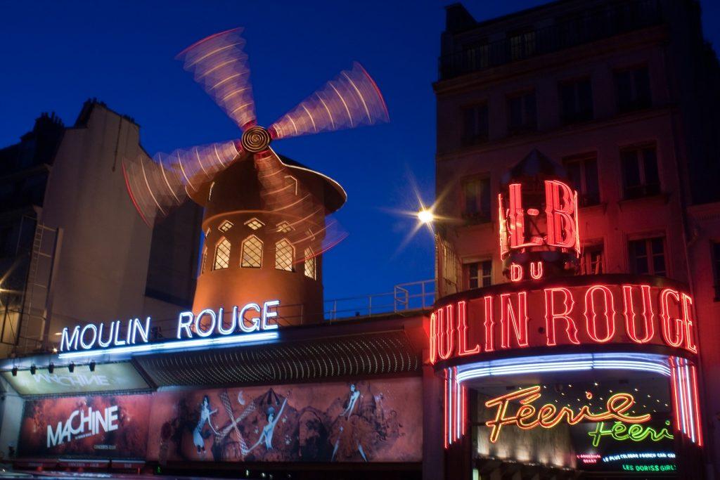 Кабаре Мулен Руж Париж ночью огни
