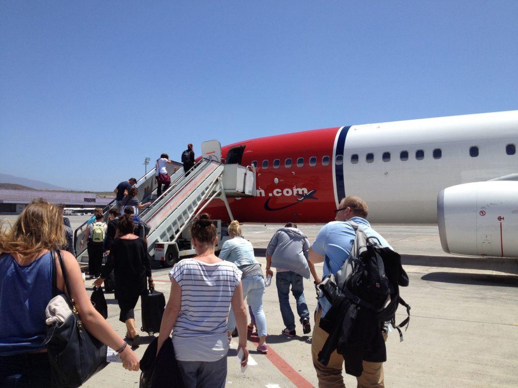 Пассажиры Пассажирский Самолет Авиалайнер Аэропорт рейс отменили что делать полёт другим