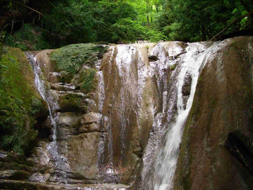 Долина 33 водопада: что посмотреть в сочи и окрестностях самостоятельно