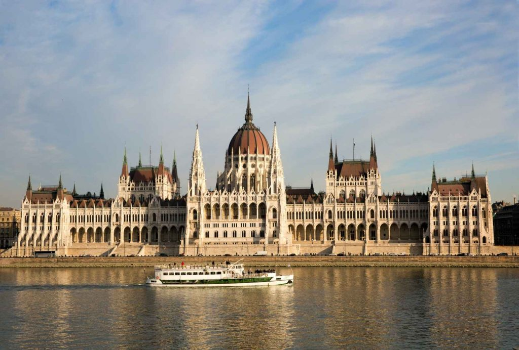 Будапешт Венгрия Парламент Река Лодка Здание