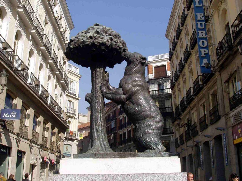 необычные факты о мадриде Мадрид Испания Медведь И Земляничное